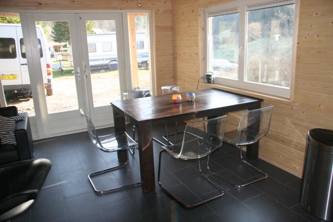 Vakantiehuis chalet rode wouw zwarte woud - Eethoek in de keuken ...