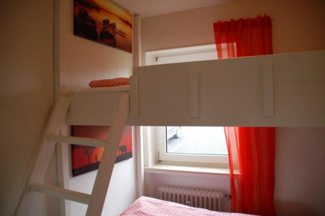 Appartement warstein - Stapelbed met opslag trappen ...
