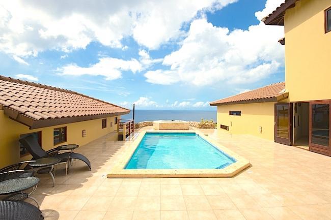 Voordelige vakantie villa 39 s in curacao vakantie - Ontwikkeling rond het zwembad ...