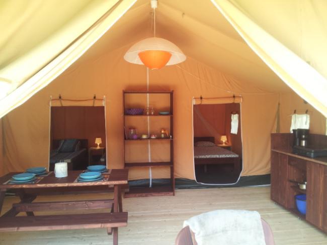 binnen in de tent