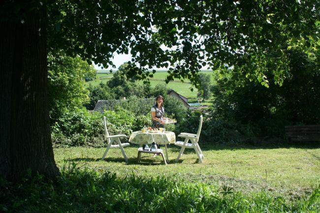 eettafel in tuin