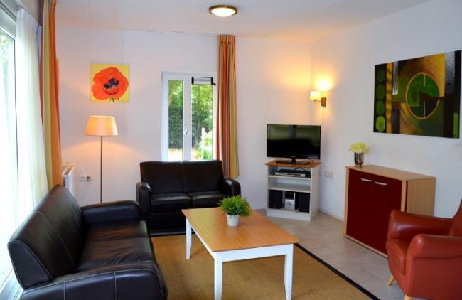 WoonkamerRolstoeltoegankelijke vakantiehuis in Drenthe 4 personen Westerbork