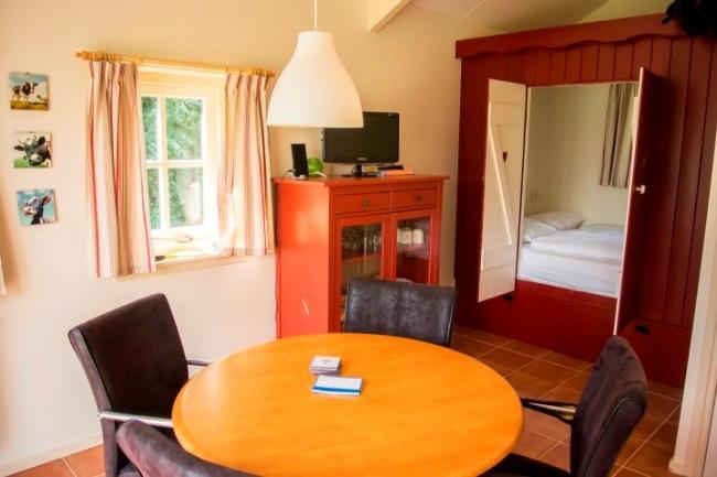 Huisje waterkant woonkamer Vakantiehuis veluwe, vakantiehuisje, veluwe, vakantiepark, nieuw grapendaal, appelhof, Waterkant