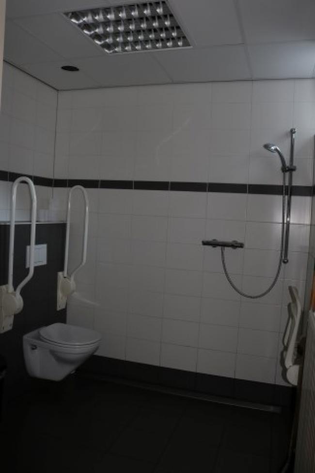 Toilet met beugels