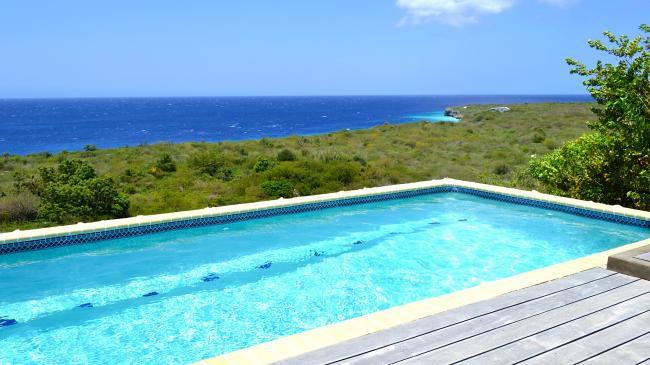 Ook vanuit het zwembad een prachtig uitzicht
