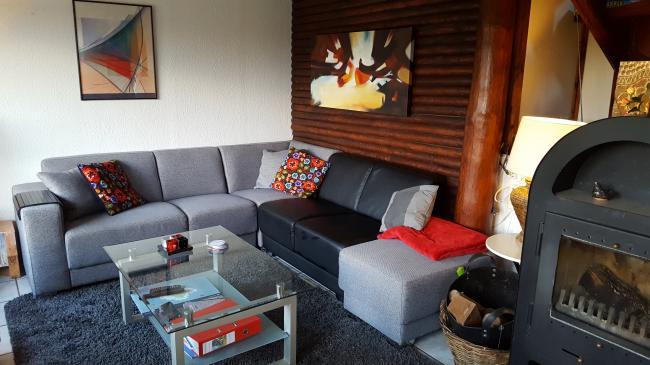 Gezellig Ingerichte Woonkamer : Ingerichte woonkamer met gekleurden: hoogglans keuken cvh design