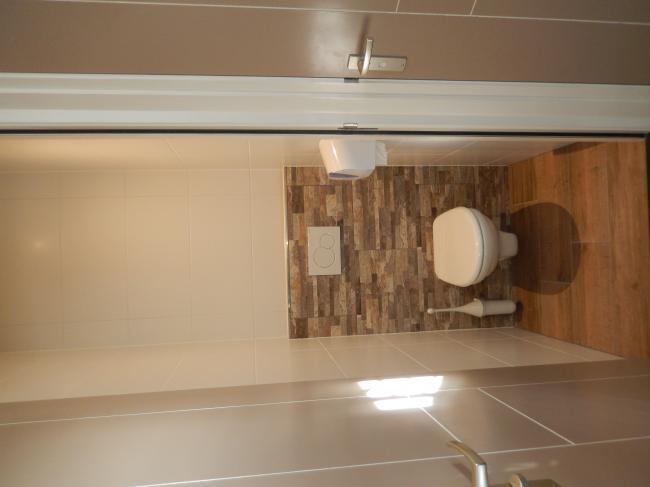 Slaapkamer boven sanitair wc