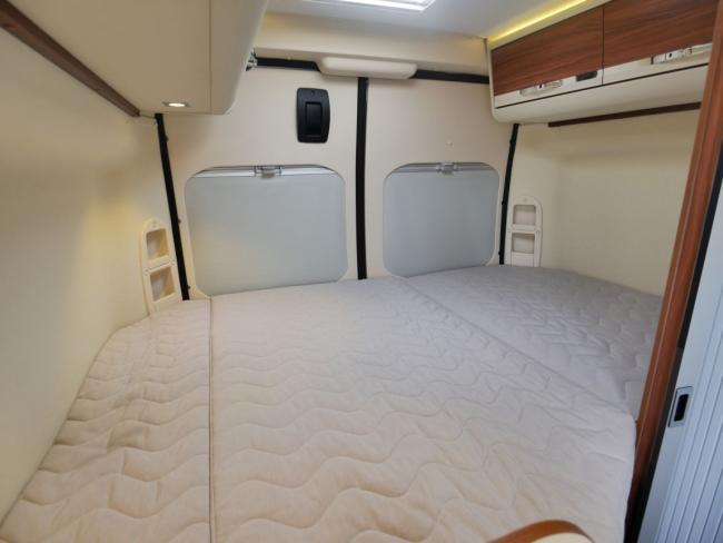 Camper Adria Twin 540 SPT bed