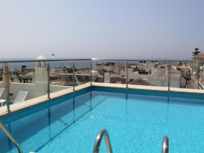 Mooi appartement met gemeenschappelijk zwembad hartje Nerja