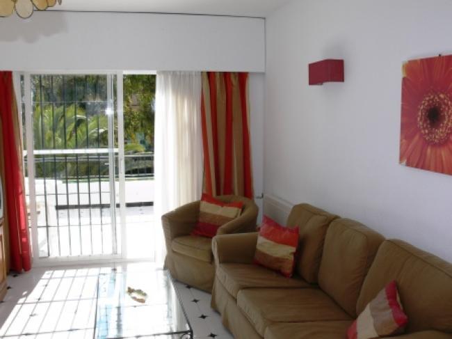 appartement met gemeenschappelijk zwembad gelegen dichtbij strand en centrum van Nerja