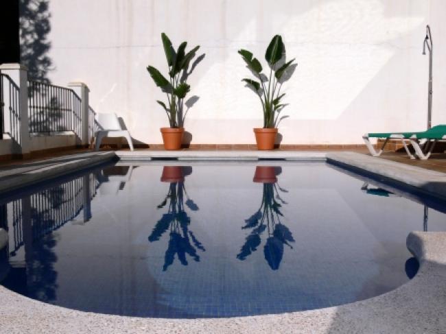 Appartement met privé zwembad op 300 meter van het Burriana strand in Nerja Zuid Spanje