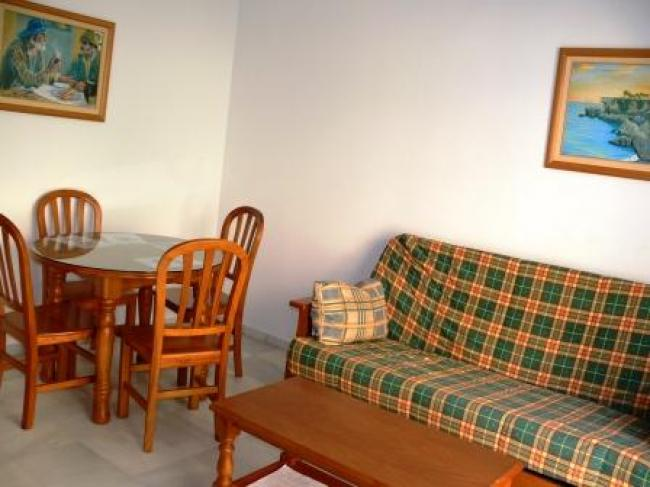 appartement te huur direct aan het strand van Burriana in Nerja met gemeenschappelijk zwembad.