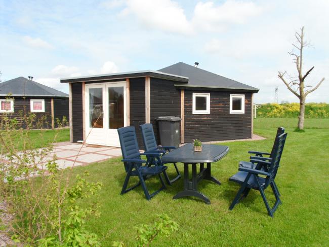 vakantie huisjes voor 2 tot 4 personen op camping Maas en Waal