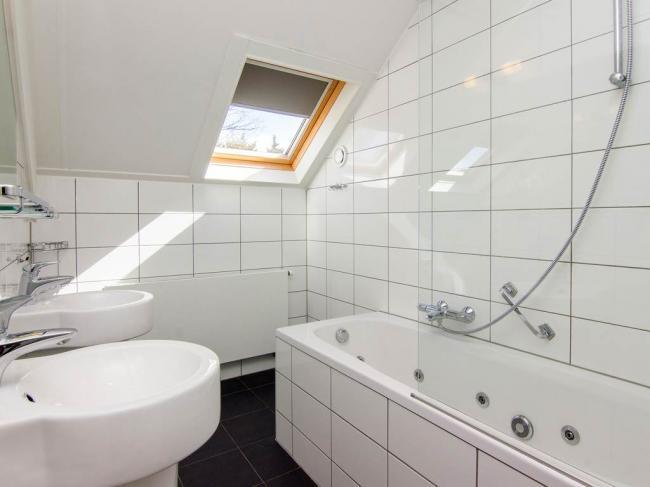 Badkamer boven met bubbelbad