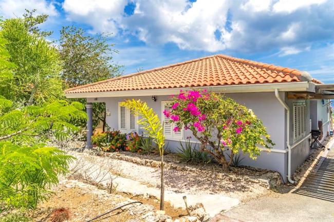 Achter- en zijkant van uw villa op Curaçao