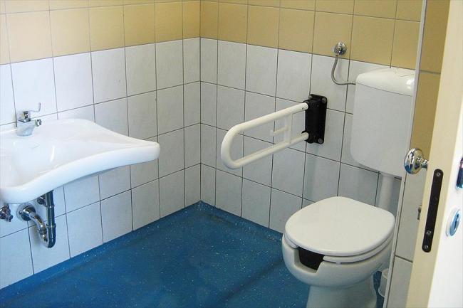 Beugels naast het toilet