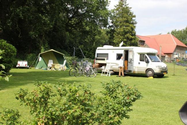 Toeristische kampeerplek comfort aan het water, 10 ampère