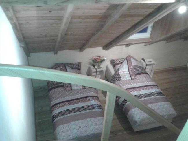 Vakantie Meerlo De Schuur vierpersoons slaapkamer gezien vanaf de vide