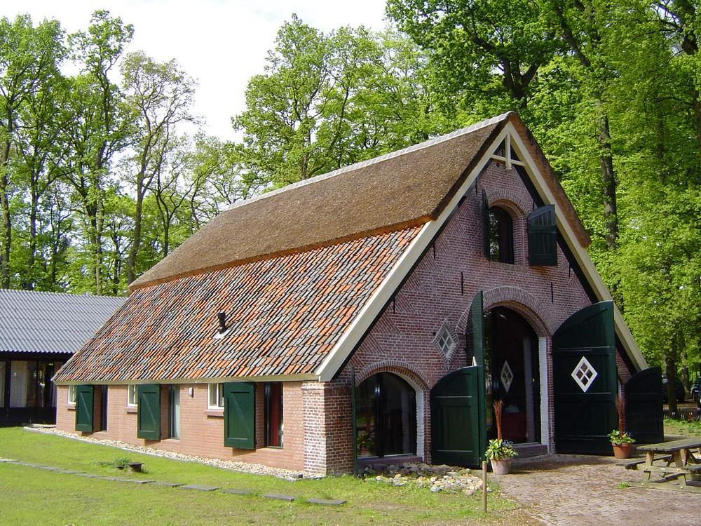 de-Schuur-Gelderland-Bennekom-16-personen-Zij-Aanzicht