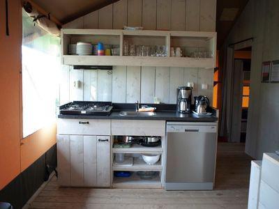 keuken - camping De Boshoek 12-persoons safari villa
