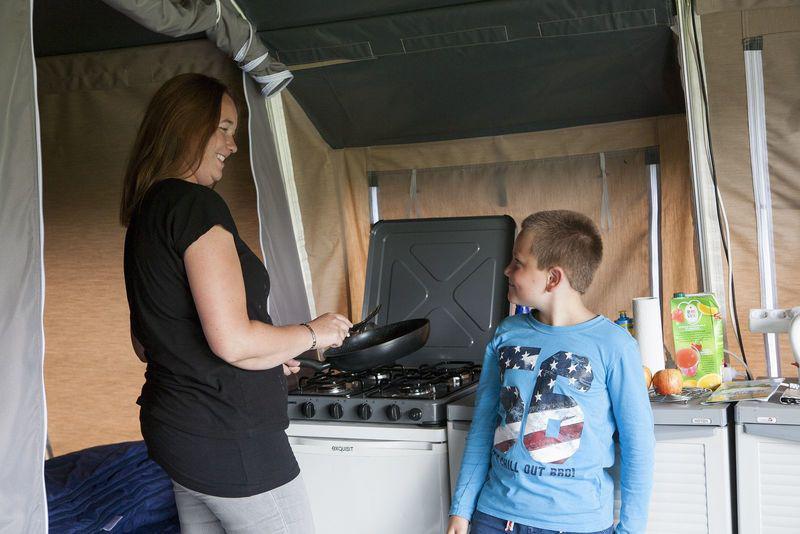 kleine keuken  - camping De Boshoek 5- persoons lodgetent