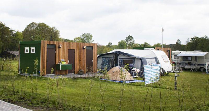 kampeer plaats met privé sanitair  - kampeerplaats -  camping De Boshoek  kampeerplaats met privé sanitair