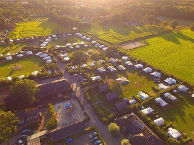 lucht foto kampeerplaatsen -  camping De Boshoek  kampeerplaats met privé sanitair