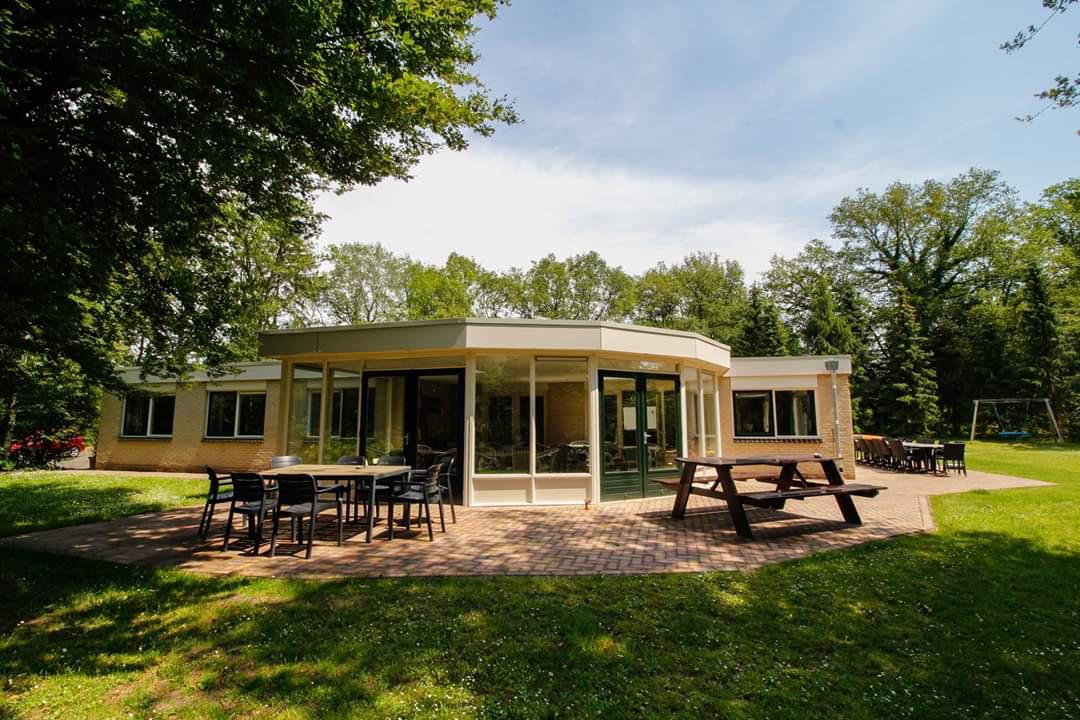 Groepsaccommodatie De Eikenhorst met veel ruimte en prachtige terrassen