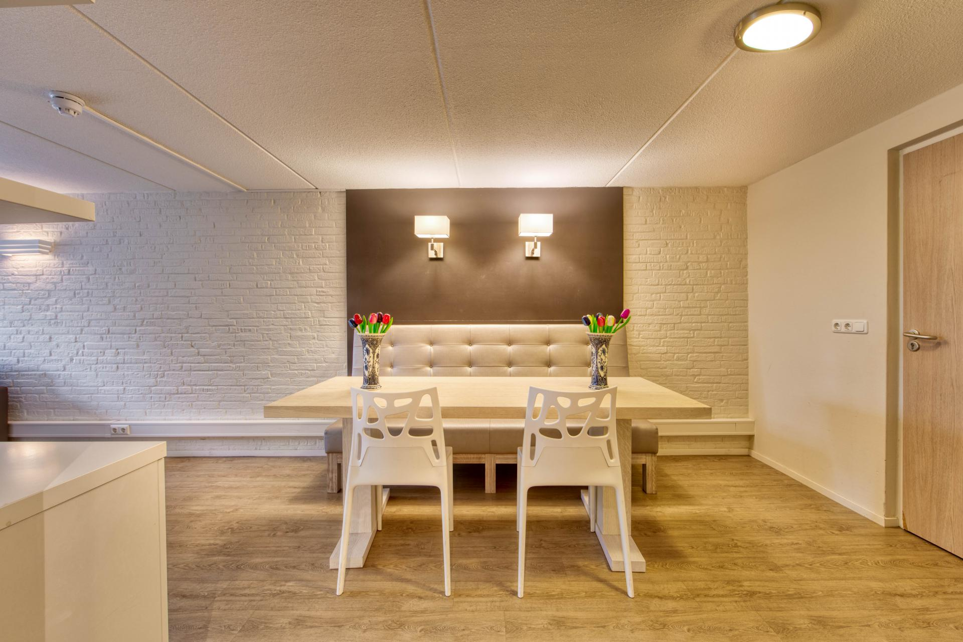 Strand Resort Schier Appartement 4 eettafel