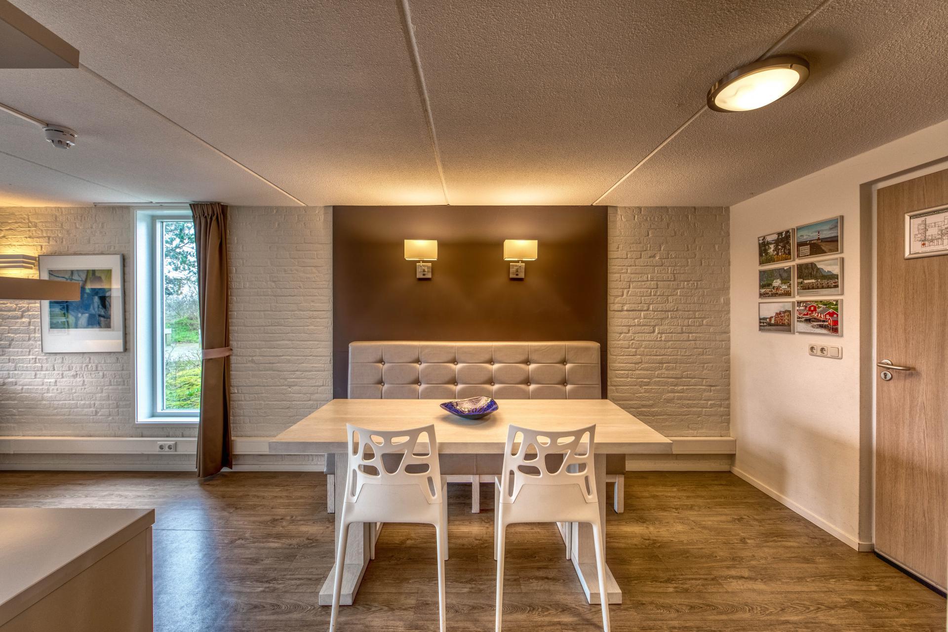 Strand Resort Schier Appartement 8 eettafel