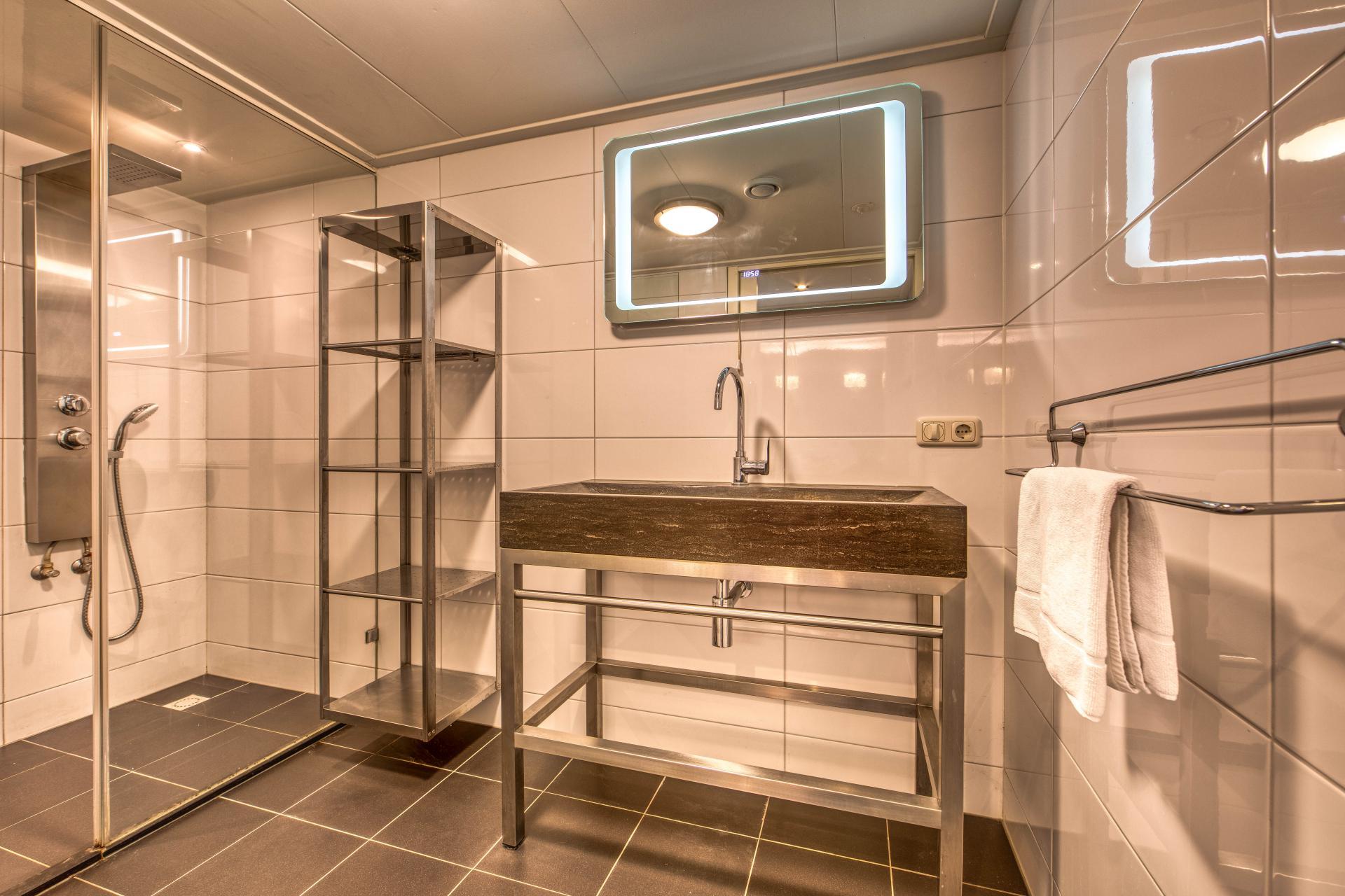 Strand Resort Schier Appartement 8 badkamer