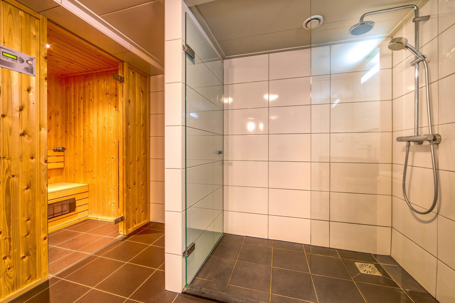 Strand Resort Schier Appartement 10 badkamer met sauna