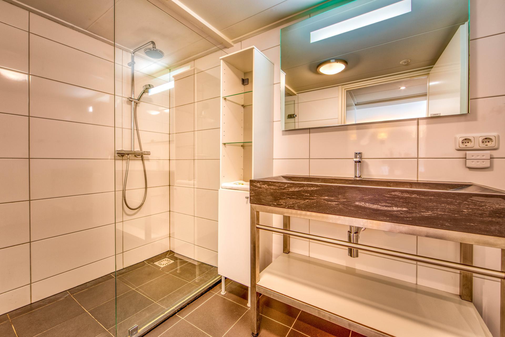 Strand Resort Schier Appartement 12 badkamer