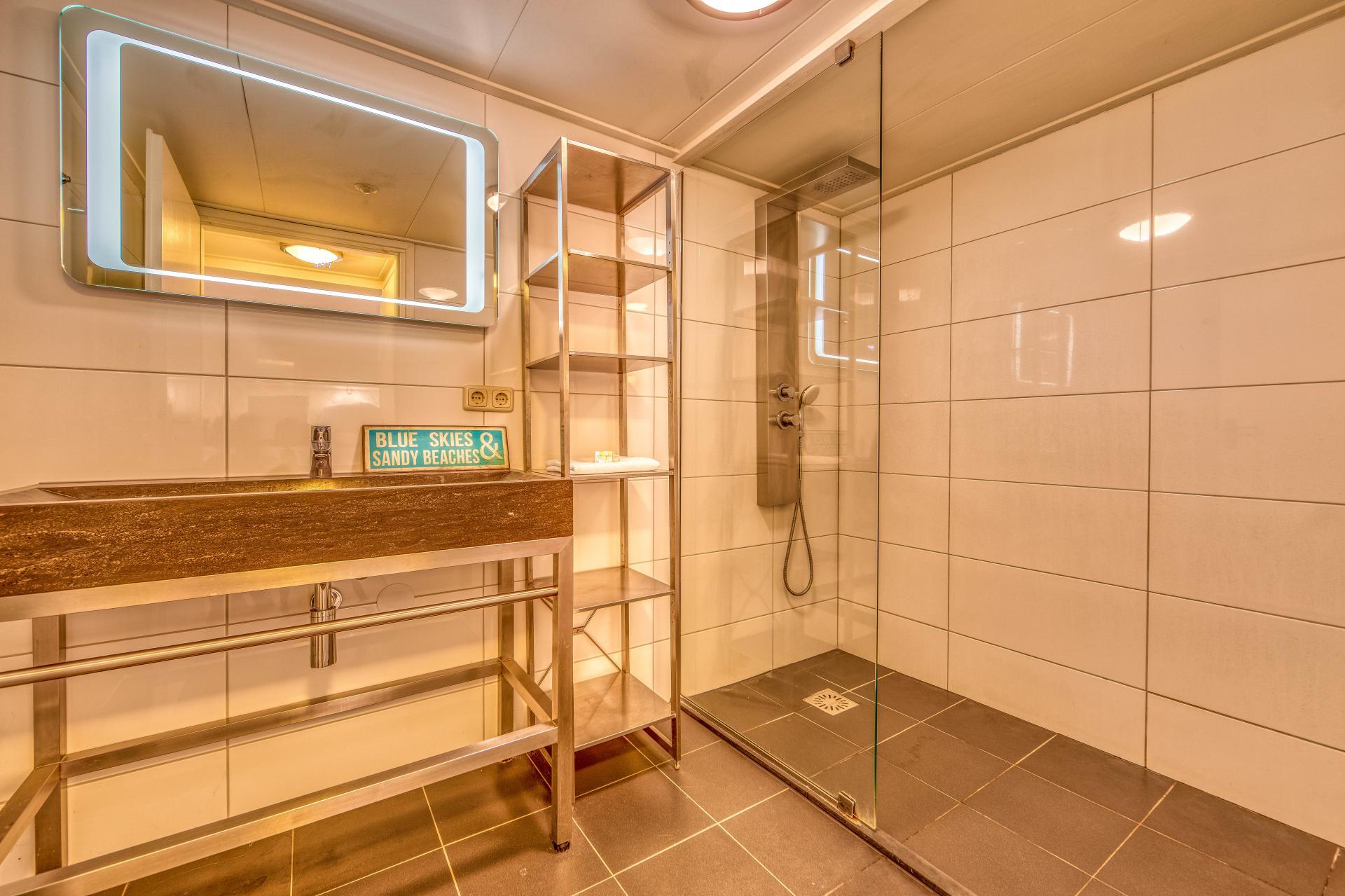 Strand Resort Schier Appartement 13 badkamer