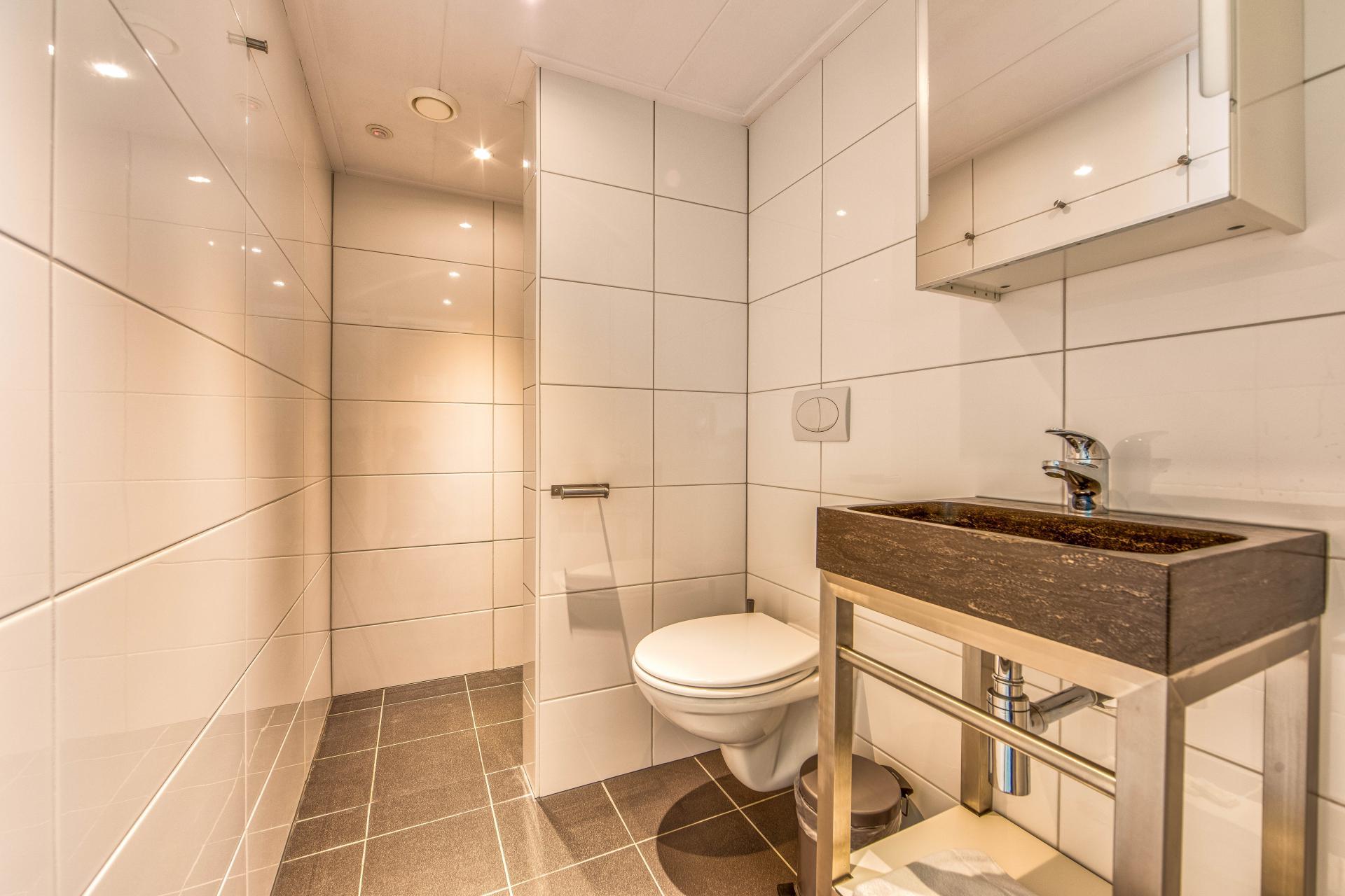 Strand Resort Schier Appartement 17 badkamer