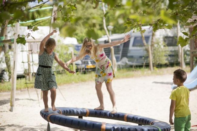 Camping Si-Es-An Comfort kampeerplaats Balkbrug