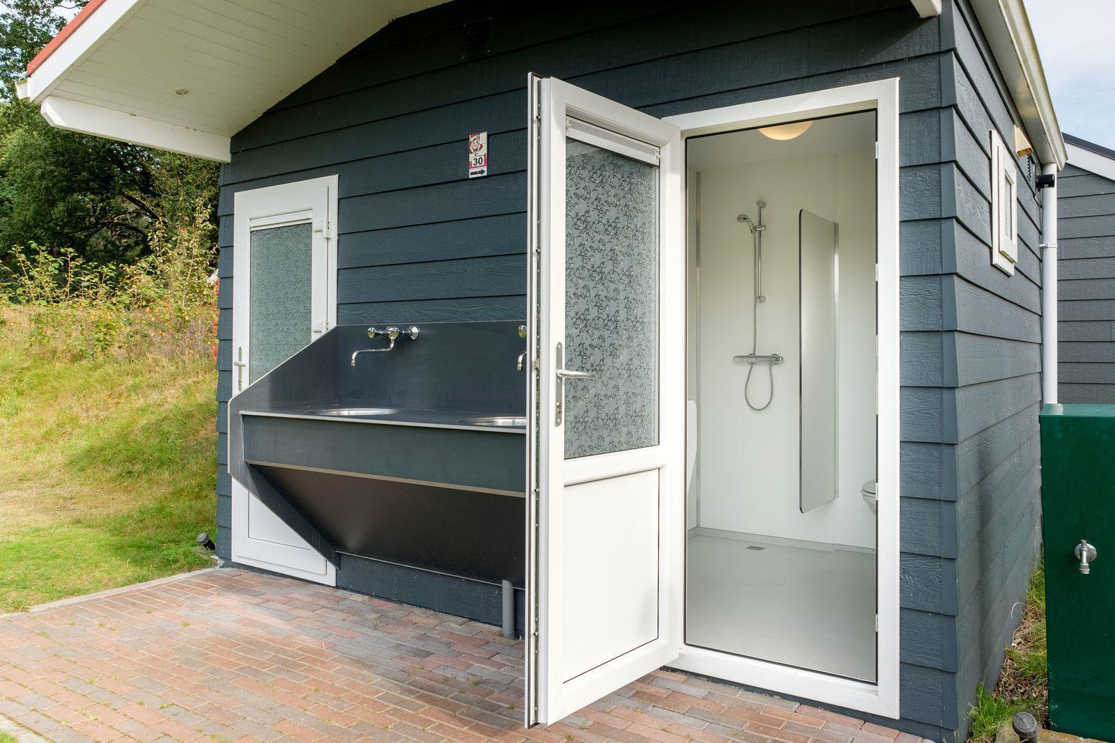 De Zandstuve Kampeerplaats met privé sanitair (huisdieren welkom)