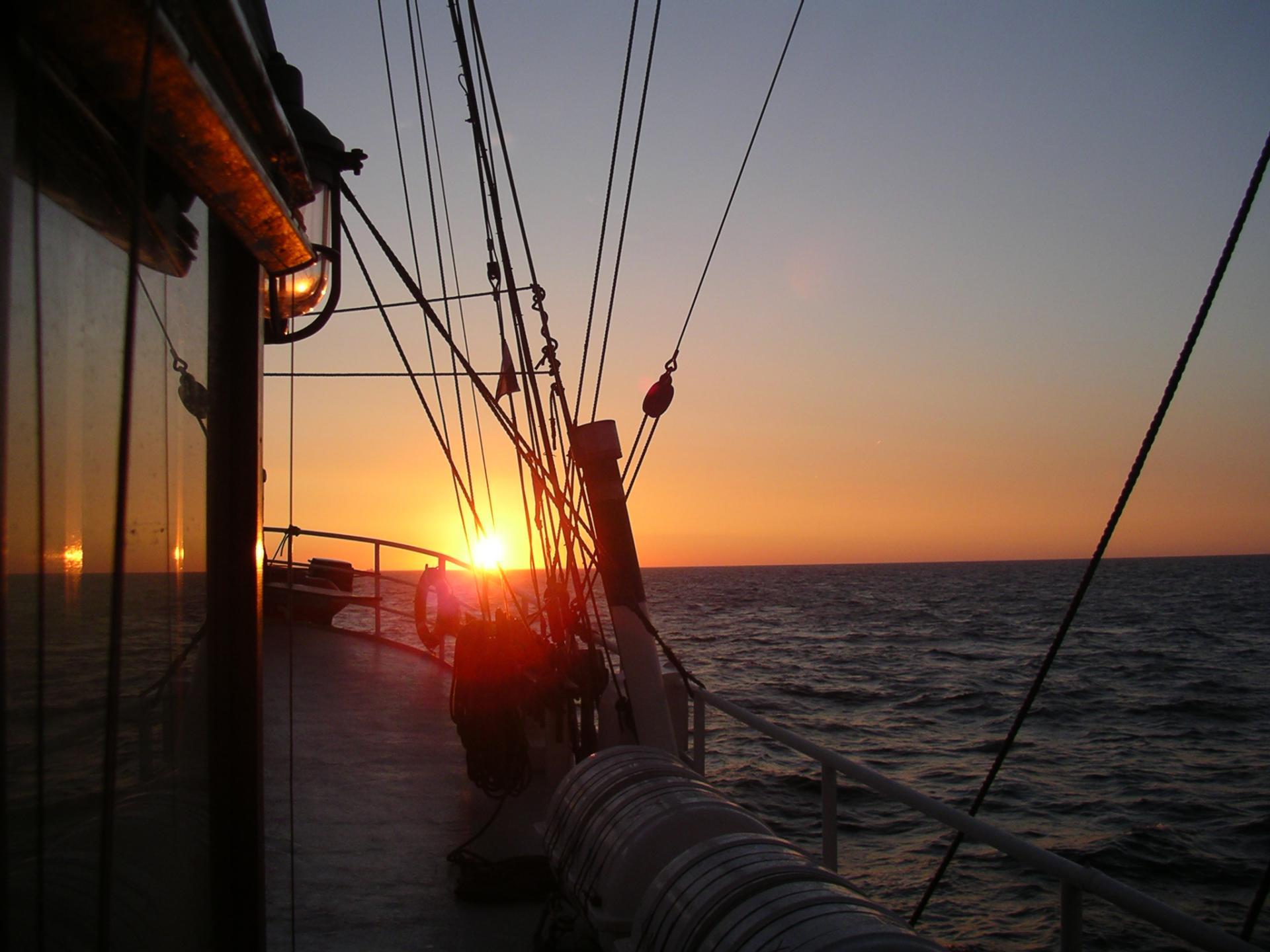 Sonnenuntergang an Bord der Artemis
