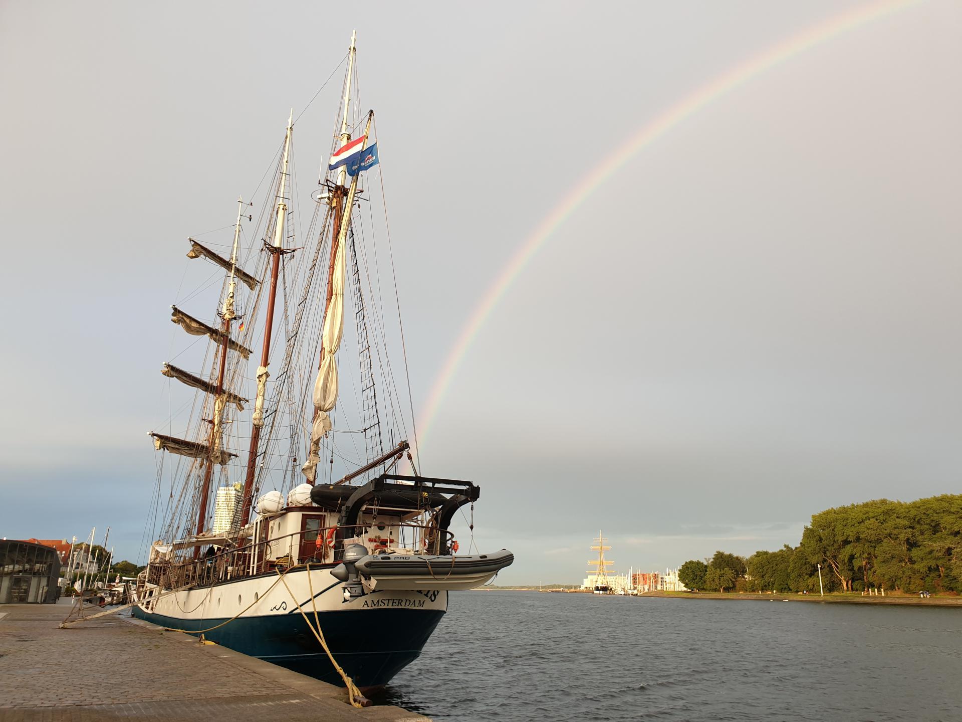Regenbogen oben der Atlantis