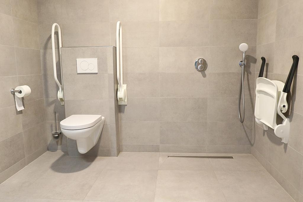 Badkamer mindervaliden - groepsaccommodatie Vliersche Veld in Neede (Achterhoek, Gelderland)