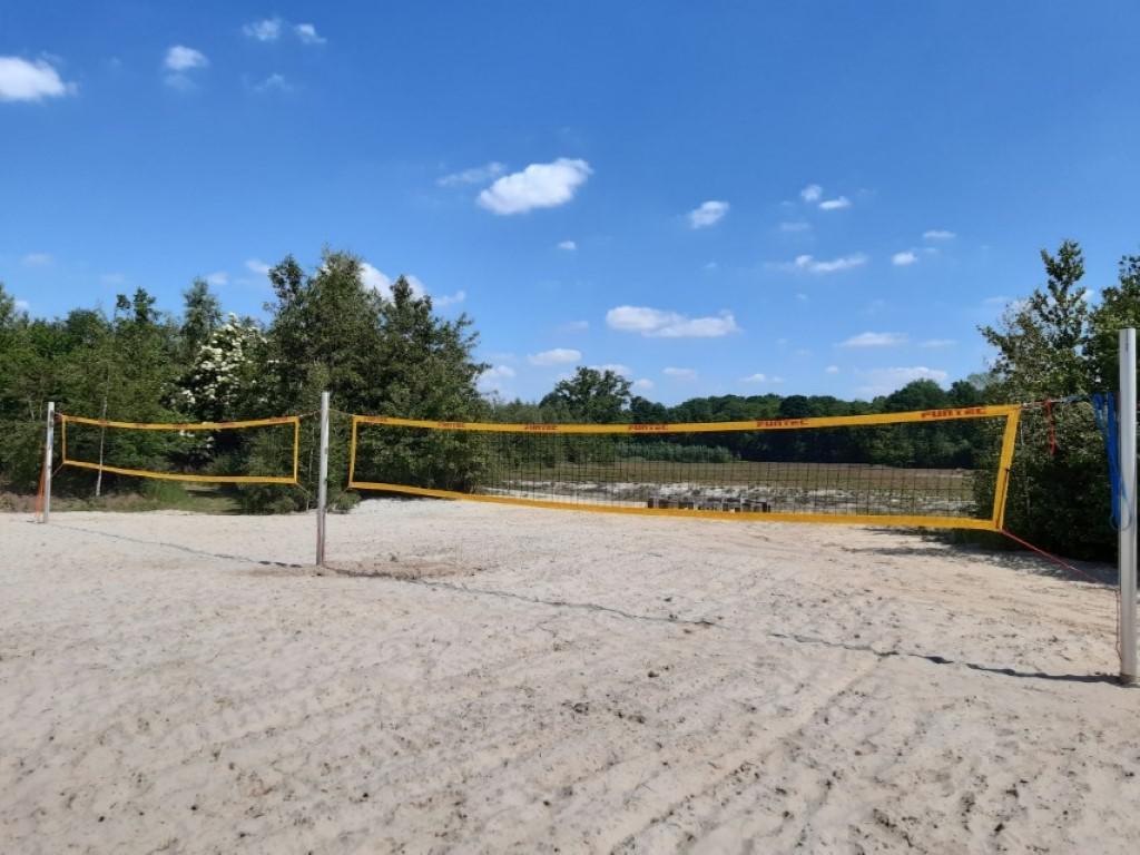 Strandvolleybalveld - groepsaccommodatie Vliersche Veld in Neede (Achterhoek, Gelderland)
