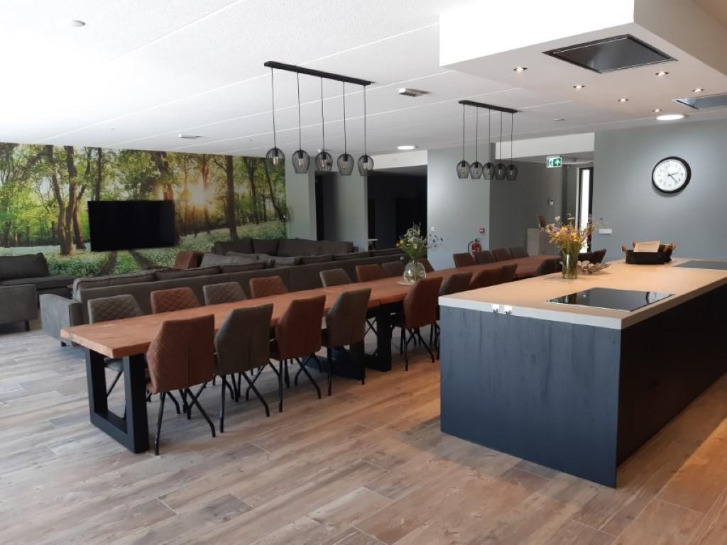 Keuken met eetgedeelte - groepsaccommodatie Vliersche Veld in Neede (Achterhoek, Gelderland)