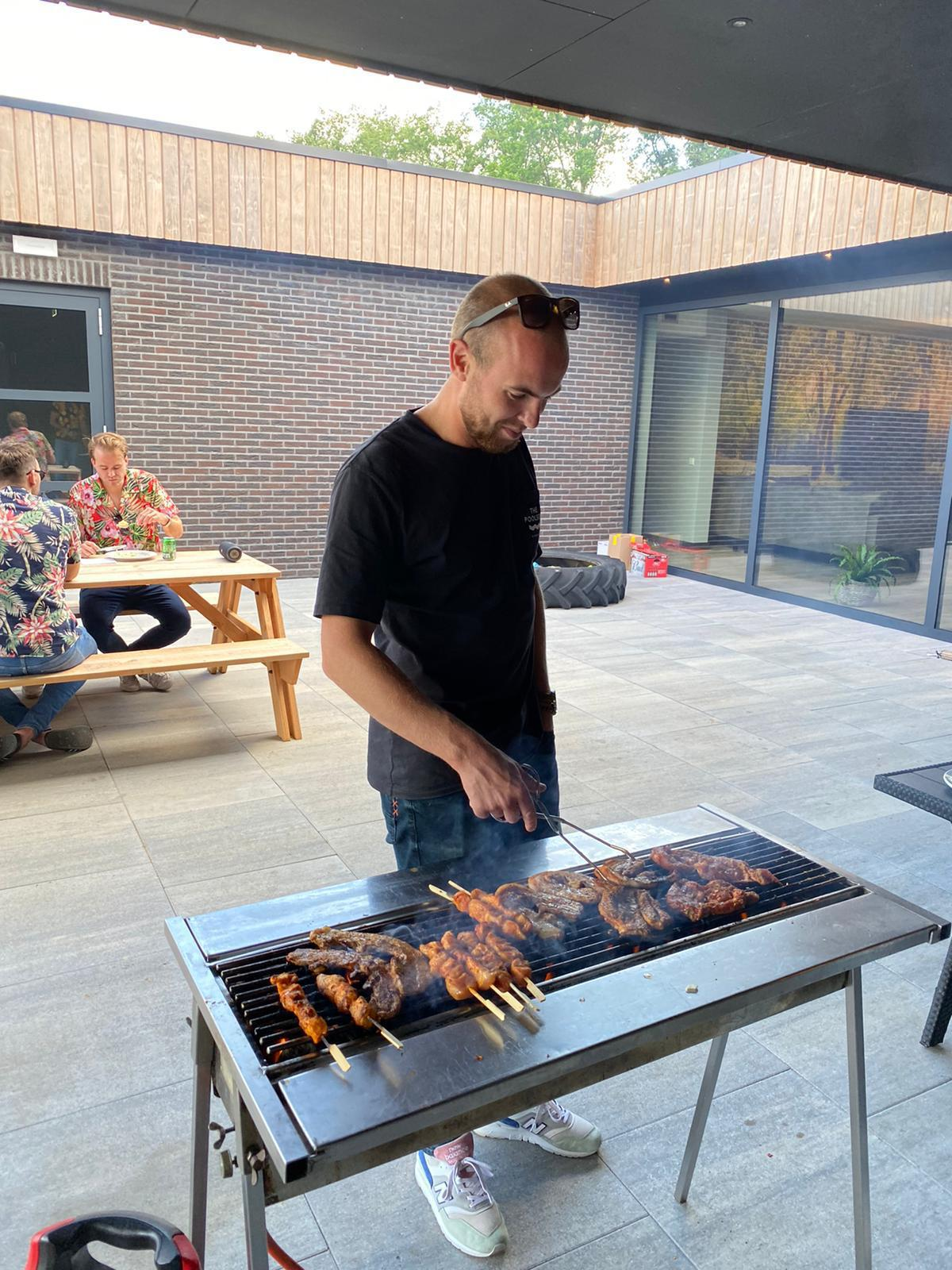 BBQ - groepsaccommodatie Vliersche Veld in Neede (Achterhoek, Gelderland)
