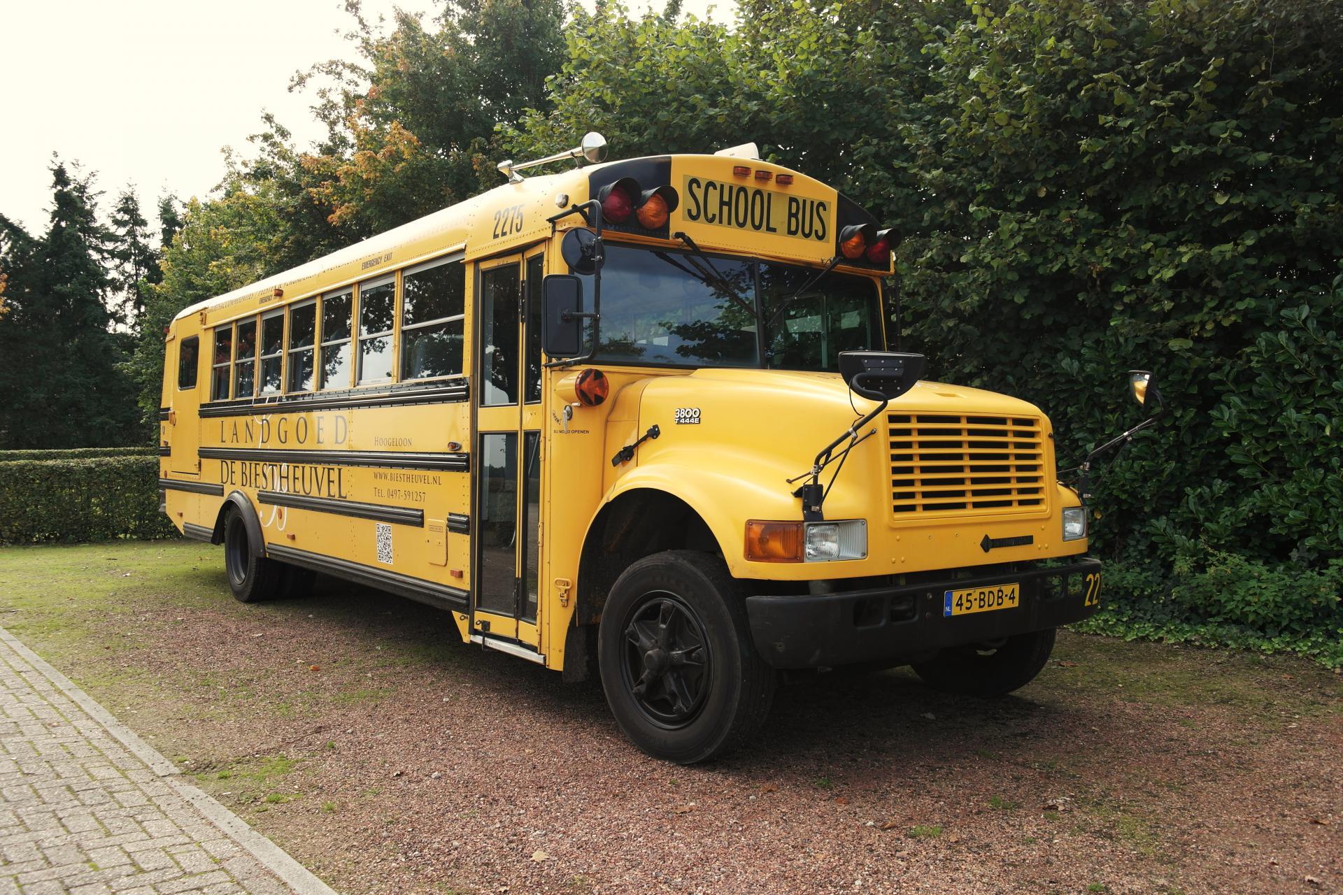 Amerikaanse Schoolbus bij Landgoed de Biestheuvel