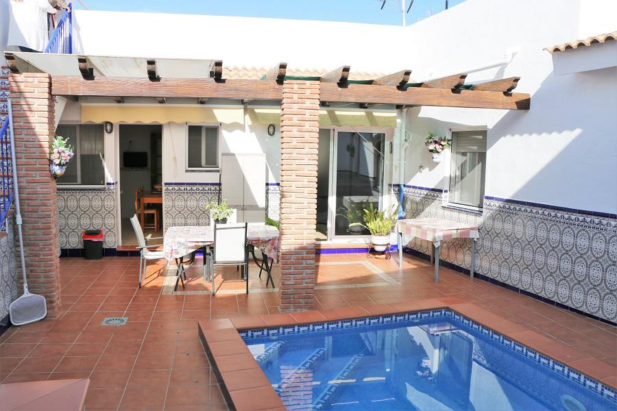 zwembad en huis
